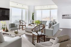 Elegant greys and whites - A Manhattan Apartment decorated by Vicente Wolf.jpg