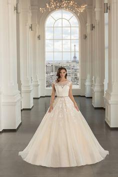 Rochie de mireasa A-line princess cu umeri imbracati in dantela si decolteu inima extrem de modern . Corset, Wedding Dresses, Paris, Modern, Fashion, Marriage Dress, Gowns, Bride Dresses, Moda