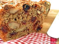 Himmlisches Früchtebrot selbst backen Did you always want to bake heavenly fruit bread, but the baki Easy Soup Recipes, Easy Cake Recipes, Dessert Recipes, Desserts, Sopapilla Cheesecake Bars, Gluten Free Pumpkin Bread, Fruit Bread, Baked Oats, Salty Foods