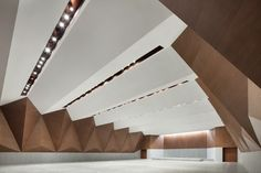 Image 11 of 28 from gallery of Shangqiu Museum / Atelier Li Xinggang. Photograph by Zhi Xia Function Room, Retail Design, Architecture Design, China, Display, Gallery, Wood, Conference, Layout