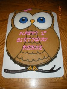 Owl Cake made from Round Cake Pans I would change the color Cakes