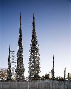 the watts Towers Arts Center - The watts Towers by Sam Rodia - non-official site - watts, Los Angeles, California United States of America. Watts Towers, Visit Los Angeles, California Architecture, Los Angeles Neighborhoods, Sky Art, Construction Worker, Beautiful Buildings, The Neighbourhood, Places
