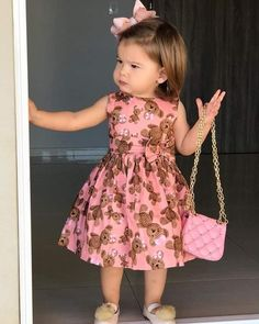 in this gallery of toddler dress outfit ideas will give you the top spring designs for cute and stylish little girls alike, giving a lot of alternatives. Toddler Girl Dresses, Little Girl Dresses, Dress Girl, Cute Girl Outfits, Kids Outfits, Baby Outfits, Dress Outfits, Baby Girl Fashion, Kids Fashion