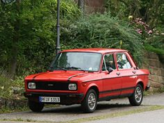 Fiat 128 (1978).. OMG.. Just like this was my 1st car.. my fiataki.. OMG.. I'm crying.. A