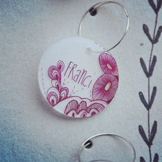 Handmade wine charm with a doodle illustration #artisserie #atelierartisserie #illustration #doodle #winecharm #drawn