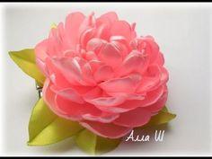 МК Піон із атласної стрічки на універсальному кріпленні. МК ПИОН из лент... Satin Ribbon Flowers, Fabric Roses, Ribbon Art, Fabric Ribbon, Ribbon Crafts, Flower Crafts, Ribbon Embroidery Tutorial, Fabric Flower Tutorial, Silk Ribbon Embroidery