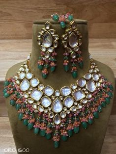 Indian kundan heavy Choker Necklace set with Earrings Bridal jewelry, Easy to wear, Light in weight & gives you a classy Look. Kundan Jewellery Set, Indian Jewelry Earrings, Indian Necklace, Diamond Jewellery, Bridal Jewellery Inspiration, Indian Bridal Jewelry Sets, Wedding Jewelry, Wedding Accessories, Hair Accessories