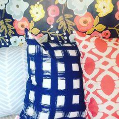 We are loving the navy version of our popular bloom wallpaper. • • #wallpaper #wallcovering #designstudio #fabric #pillows #artprints #floralprint #floraldecor #maker #southernmakers #thatsdarling #instagood #instadecor