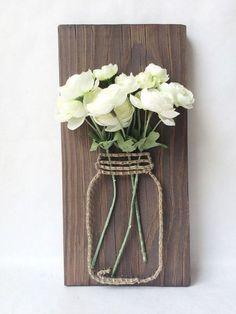 Mason jar string art with silk flowers - Best DIY Dekoration Rustic Wall Art, Rustic Walls, Diy Wall Art, Rustic Decor, Rustic Crafts, Diy Wand, Home Crafts, Diy And Crafts, Arts And Crafts