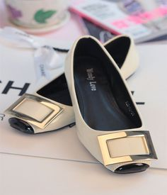 fashion flats shoes for women fashion metal buckle dress shoes Pretty Shoes, Beautiful Shoes, Cute Shoes, Me Too Shoes, Shoe Boots, Shoes Sandals, Flat Shoes, Ugg Boots, Casual Sneakers