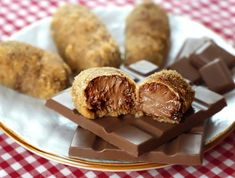 croquetas de chocolate Great Recipes, Fondant, Almond, Muffin, Sweets, Dishes, Baking, Breakfast, Desserts