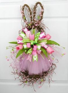 Easter wreaths 52 60 easy diy easter wreaths door decorations you d be itching to try right now Diy Spring Wreath, Spring Crafts, Easter Projects, Easter Crafts, Easter Decor, Easter Ideas, Wreath Crafts, Diy Wreath, Wreath Ideas