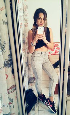 Jeans Bershka ,Top Stradivarius, Sneakers - Nike   #outfitoftheday #fashion #outfits #mystyle # style