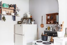 Small Studio Apartment: Lisa Vanin's Toronto Home   Apartment Therapy