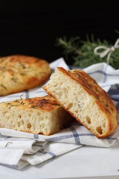 Rosemary Focaccia Bread by Spoonful of Flavor- this bread is fabulous but there were more rising steps than I anticipated. Focaccia Bread Recipe, Bread Recipes, Cooking Recipes, Easy Recipes, Caesar Salat, Rosemary Focaccia, Vegan, Relleno, Bread Baking