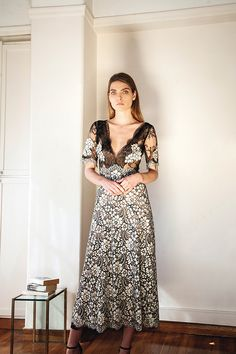 μοντερνα-φορεματα-για-κουμπαρες (2)