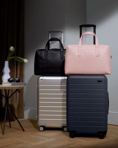 New look, classic style. The perfect carry-all for your Carry-On now comes in pebbled leather. Link in bio to shop The Everywhere Bag in… Cute Luggage, Luggage Sets, Luggage Brands, Airport Travel Outfits, Best Suitcases, Trolley Bags, Cool Backpacks, Stylish Backpacks, Travel Accessories