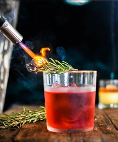 The Rosemary-Smoked Negroni Campari sweet vermouth London Dry gin 1 rosemary sprig This little cocktail is perfect to spice up your evening! We recommend using Quintessence Old Tom Gin Wild Rosé . Amaro Cocktails, Smoked Cocktails, Classic Cocktails, Cocktail Recipes, Italian Cocktails, Negroni Recipe, Rosemary Cocktail, London Dry Gin, Cocktail Making