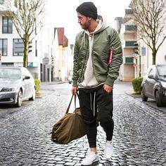 Winter Outfit Street Style For Men Trend 2019 05 Men With Street Style, Men Street, Street Wear, Winter Outfits, Casual Outfits, Fashion Outfits, Fashion Trends, Fashion Sale, Urban Fashion