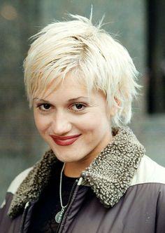 Hair Spotlight: Gwen Stefani in a pixie cut Gwen Stefani No Doubt, Gwen Stefani Style, Gwen Stefani Pictures, Short Hair Cuts, Short Hair Styles, Rock And Roll Girl, 90s Grunge Hair, Harajuku Girls, Ska