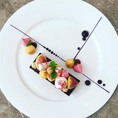 Share chocolate, and fruit meringues by @chef_yankavi                                                                                                                                                                                 Más