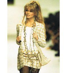 Vintage Claudia Schiffer @ Chanel Haute Couture Fashion Show 1994 Look Fashion, 90s Fashion, Runway Fashion, Fashion Show, Vintage Fashion, Womens Fashion, Vintage Vogue, Paris Fashion, Mode Chanel