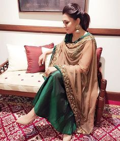 We loved Mini mathur's emerald green and beige nude dupatta .. Simple , elegant and definitely a chic Indian outfit choice !
