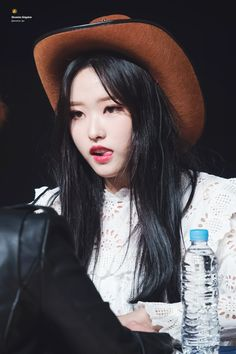 i'll introduce her to ya this is olivia hye [IMG] she is in the maknae line of loona, and is nicknamed baby wolf by a lotta orbits (loona fans) [IMG]. Loona Kim Lip, Baby Wolves, Eye Circles, Olivia Hye, Me As A Girlfriend, Korean Girl Groups, Kpop Girls, Cool Girl, Chuu Loona