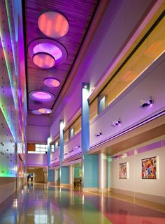 Image 16 of 28 from gallery of Phoenix Children's Hospital / HKS Architects. Courtesy of HKS Architects Hospital Architecture, Healthcare Architecture, Healthcare Design, Boston Interiors, Hotel Interiors, Colour Architecture, Modern Architecture, School Architecture, Memphis
