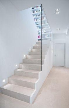 2 Likes - Entdecke das Bild von Skandella auf COUCHstyle zu 'Treppe #bauhausstil #bücherregal #treppenhaus #offen...'.