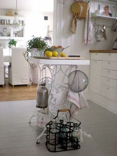 60 ideas of repurposed old sewing machines