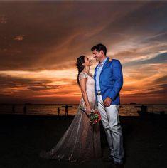 www.nardavalderrama.com  hermosa novia playa juntos al atardecer...