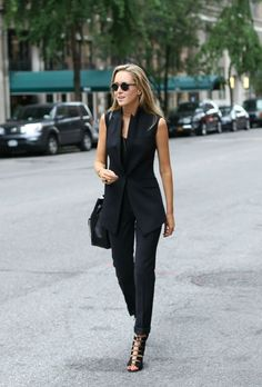 Try These 25 Chic Sleeveless Blazer Outfits In Every Season Sleeveless Blazer Outfit, Black Vest Outfit, Black Suit Vest, Black Suits, Sleevless Blazer, Black Trousers, Vest Outfits For Women, Classy Outfits For Women, Suits For Women