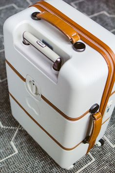 Delsey Hardside Chatlet Suitcase–The best carry-on you'll ever buy! #delseysuitcaseslightweight