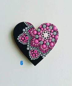 Mandala Dot Art Hearts Magnets, Dot Painting Fridge Magnets, Magneti Frigorifero, Magneti in legno Rock Painting Patterns, Dot Art Painting, Rock Painting Designs, Mandala Painting, Pebble Painting, Pebble Art, Stone Painting, Canvas Patterns, Mandala Painted Rocks
