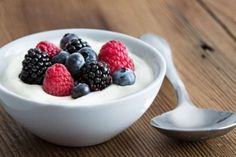 """Read up on """"Yogurt and Your Health"""" at the Free diabetes magazine. Save on diabetes products and learn more about managing diabetes. Expert news & advice on healthy living, treating diabetes, healthy food & low carb recipes for diabetic diets. Healthy Yogurt, Healthy Snacks, Healthy Eating, Healthy Recipes, Healthiest Snacks, Stay Healthy, Yogurt Nutrition, Quick Snacks, Healthy Breakfasts"""