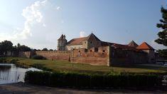 Cetatea Fagaras - Trivo.ro Monument Valley, Mansions, House Styles, Nature, Travel, Home Decor, Naturaleza, Viajes, Decoration Home
