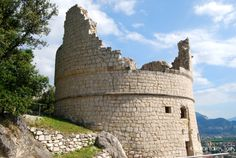 Bastione di Riva del Garda http://www.italianlakestours.com/cosa-fare-e-cosa-vedere-riva-del-garda/