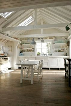 vaulted ceilings! I'd love this for our dream holiday beach/farm house❤