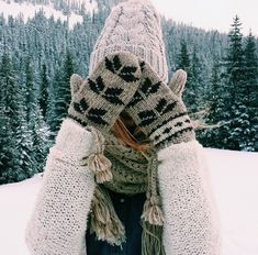 wooly hat, mittens, and scarf > winter wear Winter Day, Winter Christmas, Christmas Time, Winter Cabin, Winter Green, Cozy Winter, Winter Style, Winter Wonderland, Outfit Invierno