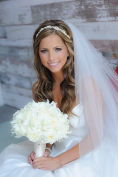 veil with headband and hair down - Google Search. Love her make up!!
