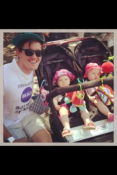 Nawwww ... Elliot with two adorable little babies!