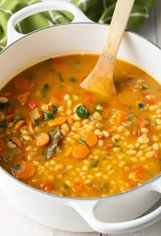 Looking to make a vegetarian version of Navy Bean Ham Bone Soup? This Vegan Navy Bean Soup is loaded with vegetables and packed with flavor. Navy Beans Recipe Vegetarian, Crockpot Navy Bean Soup, Spicy Bean Soup, Vegetarian Entrees, Vegetarian Soup, Vegan Soups, Navy Bean Recipes, Bean Soup Recipes, Vegetarian Food