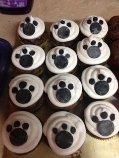 Puppy cupcakes except use mini oreos??