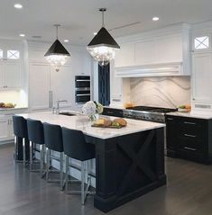 New Ideas kitchen black marble countertops range hoods Black Kitchens, Luxury Kitchens, Home Kitchens, Kitchen Black, Black Kitchen Tables, Modern White Kitchens, White Marble Kitchen, Modern Kitchen Design, Interior Design Kitchen