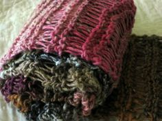 Drop Stitch Scarf Pattern - U tubed how to do this - looks incredibly easy - possibly even I could do it!
