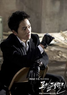 7 Photos that prove Ji Sung was the master of disguise before Kill Me, Heal MeHan Ji Hoon in Royal Family   Han was an orphan who became a main suspect in a murder case. He overcame his difficult childhood to become a prosecutor. In the photo, he looks more like a gangster than a man upholding the law. The sleek black leather gloves with his dark suit are a winner