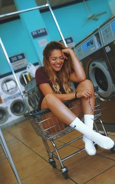 Laundromat photoshoot this would be fun Teenager Photography, Cute Photography, Photography Camera, Photography Business, Photoshoot Inspiration, Model Photoshoot Ideas, Photoshoot Friends, Artsy Photos, New Instagram