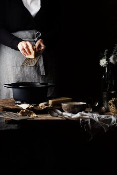 En la cocina by Raquel Carmona Love Food, Cooking Photography, Dark Food Photography, Key Food, Kinfolk Table, Mushroom Risotto, Cooking Chef, Food Styling, Low Key