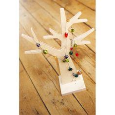 Juwelenboom uit FSC hout, verkrijgbaar in grote en kleine maat op www.eco-lover.be